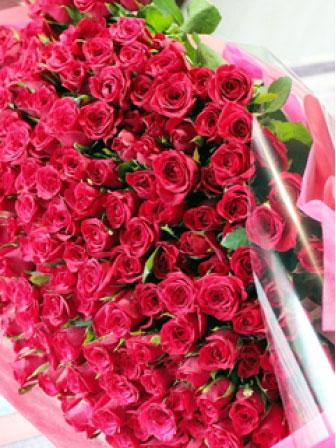 200本のバラの花束